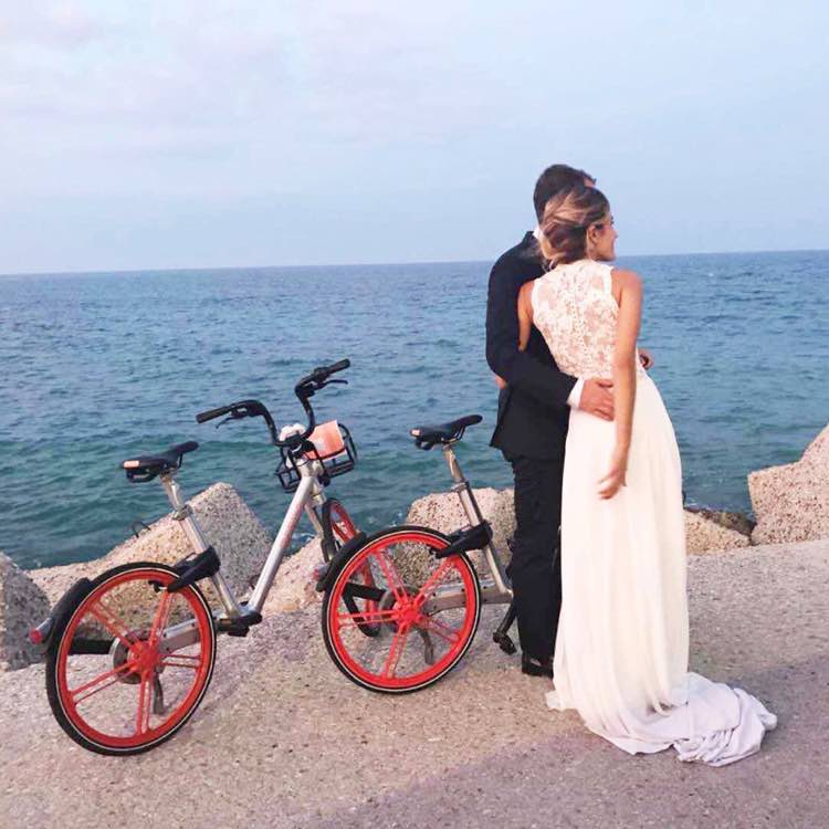 One of our fellow Mobiker from Italy got married over the weekend, together with #Mobike! 🚴♂️🚴♀️  We congratulate the couple and wish them a blissful marrriage, filled with many exciting Mobike Adventures! 🧡 https://t.co/uFo3CTQ2o3