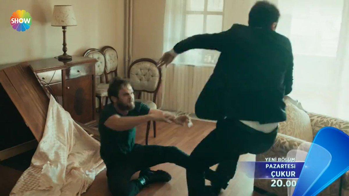 """""""Takır takır indireceğiz! Karasını da kuzusunu da!"""" #çukur'un yeni bölüm fragmanı yayında! #ÜçSilahşörler @cukurdizi @Aras_B_iynemli @NecipMemili  http://showtv.tv/zLMdmf"""