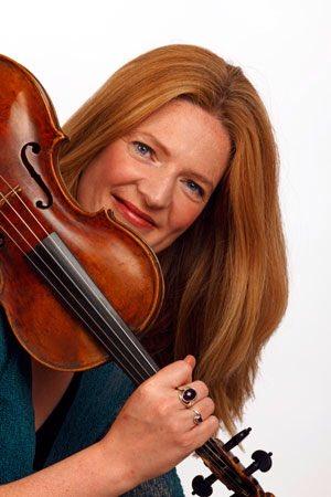 #RachelPodger named #Gramophone Magazine's #ArtistOfTheYear #BaroqueViolin for her outstanding collaborations w #KristianBezuidenhout  #CiaraHendrick #OAE #VOCES8 #BreconBaroque http://www.rachelpodger.com/news/rachel-podger-wins-gramophones-2018-artist-of-the-year-award…