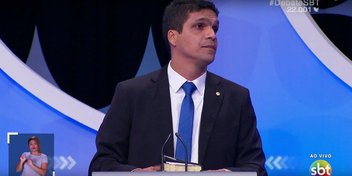 Daciolo:  'Nação brasileira, desperta, tu que dorme. O momento é de transformação ', diz.  'Eu vou ser presidente do Brasil, com 51% dos votos. Mulheres brasileiras, amo vocês ', finaliza #DebateSBT.