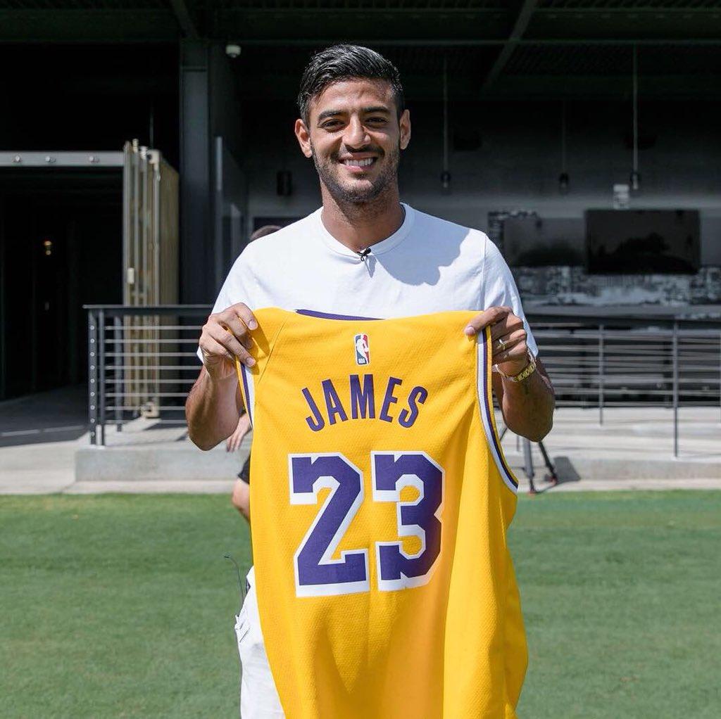 Carlos Vela entré al basquetbol