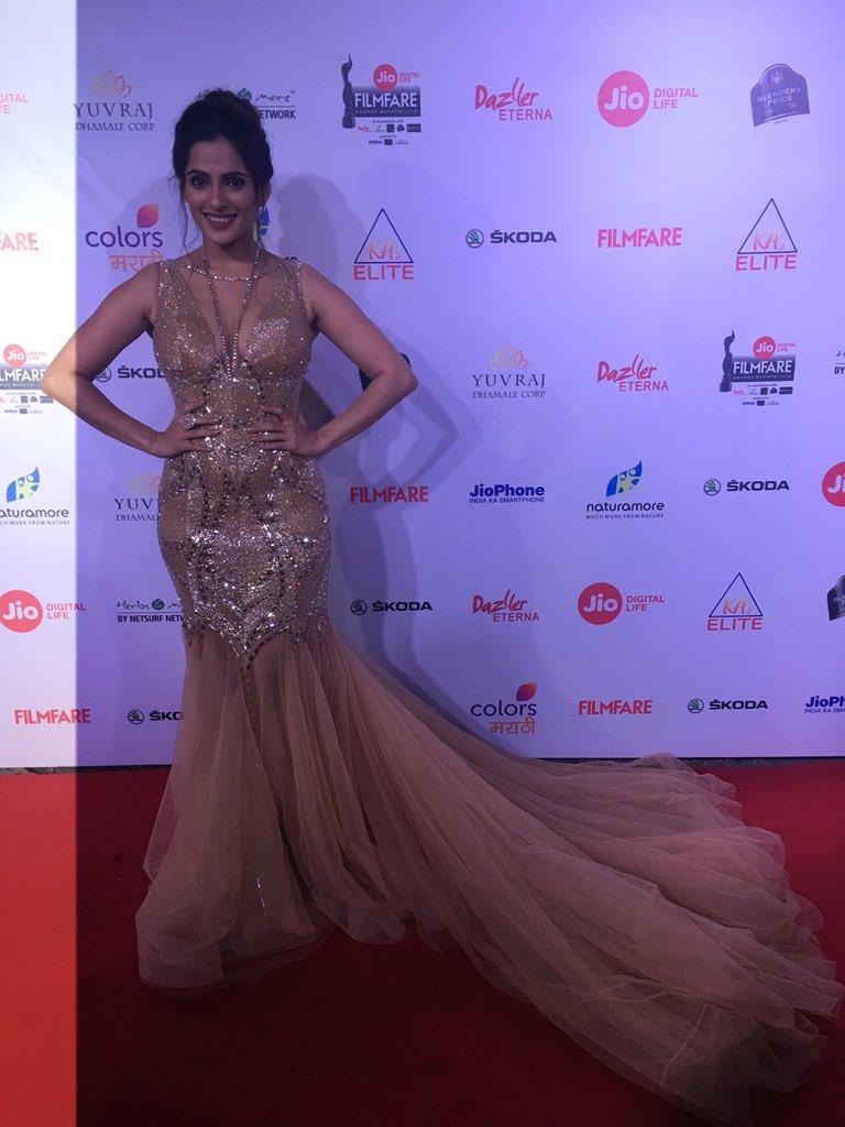 priya bapat, marathi, actress, filmfare award 2018, pics, images, photos