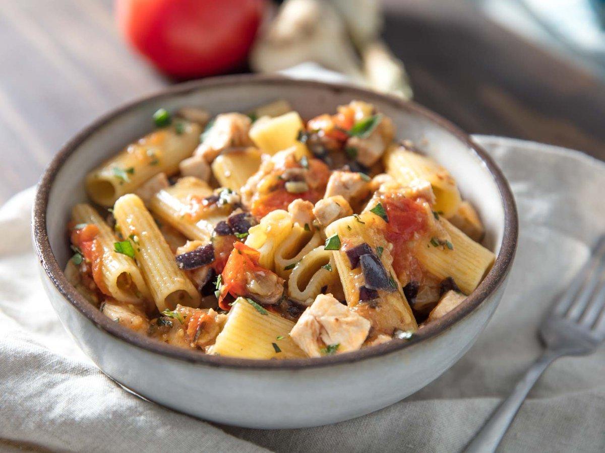 #pasta With Swordfish, Tomato, and Eggplant (Rigatoni Con Pesce Spada). #italian #eat https://t.co/zTtKkVA5Hq https://t.co/oT3Z1DmwEj