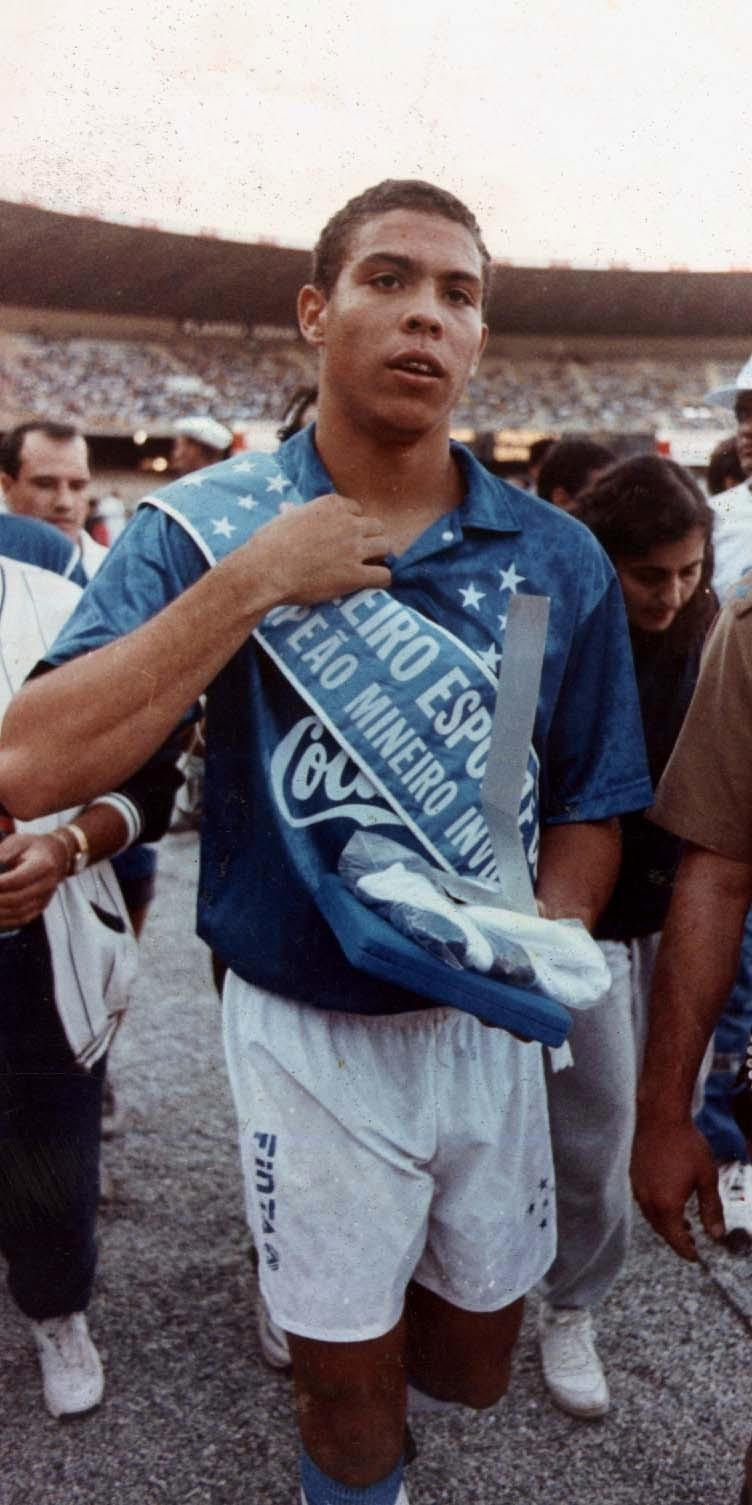 FOTOS HISTORICAS O CHULAS  DE FUTBOL - Página 20 DoHUcPuXkAAaAIr