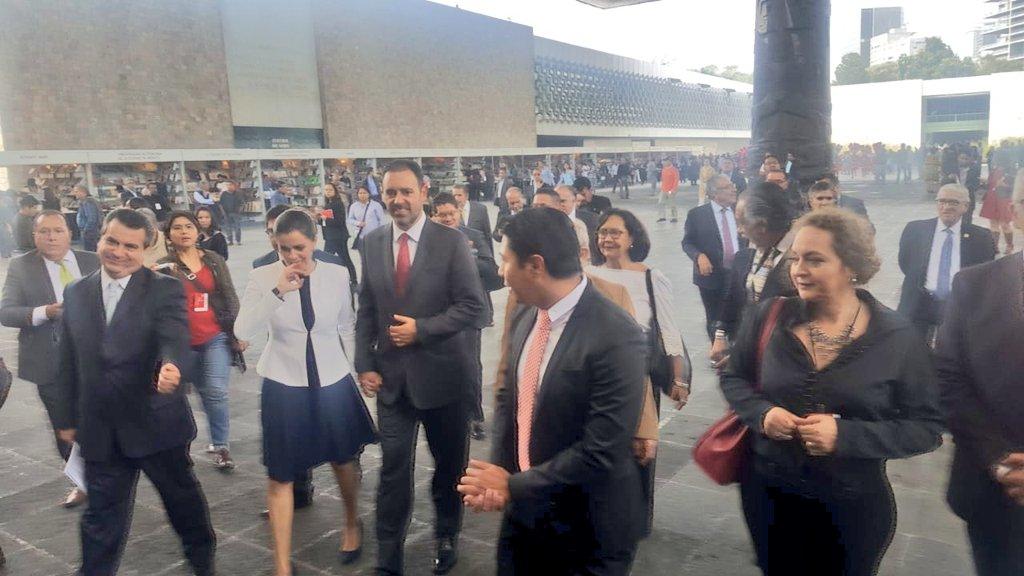 #Ahora recibimos fraternalmente al Director del @INAHmx @dprieto_ y al Gobernador del Estado de #Zacatecas @ATelloC  y su esposa en el stand de la #FILAH2018  Compartimos #AlmendraAmazónica y #EmpanadasCruceñas  🇲🇽 y 🇧🇴 #PueblosHermanos https://t.co/Ne1iKg8ifd