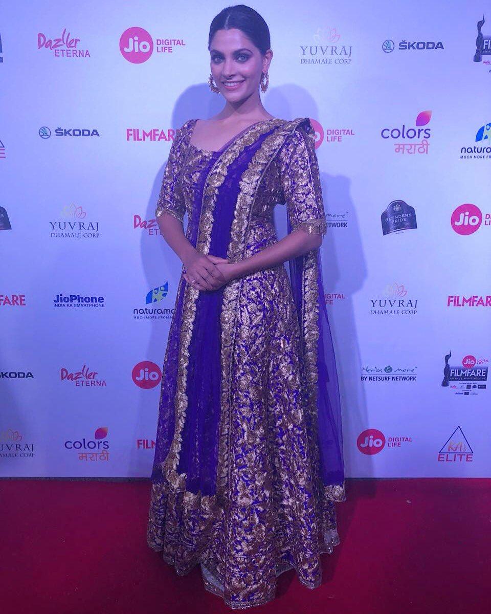 sayami kher, filmfare wards 2018, marathi, pic, actress,