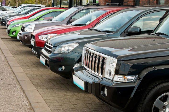 Dentro de todas las posibilidades que hay para vender tu auto, se encuentran: agencias virtuales, agencias de autos, lotes y los famosos tianguis de autos.  ¿Quieres saber cómo vender tu coche en un tianguis de autos y en dónde encontrarlo?  ¡Dale click! https://t.co/a7rIKWer58 https://t.co/EJ1bUbVGeQ