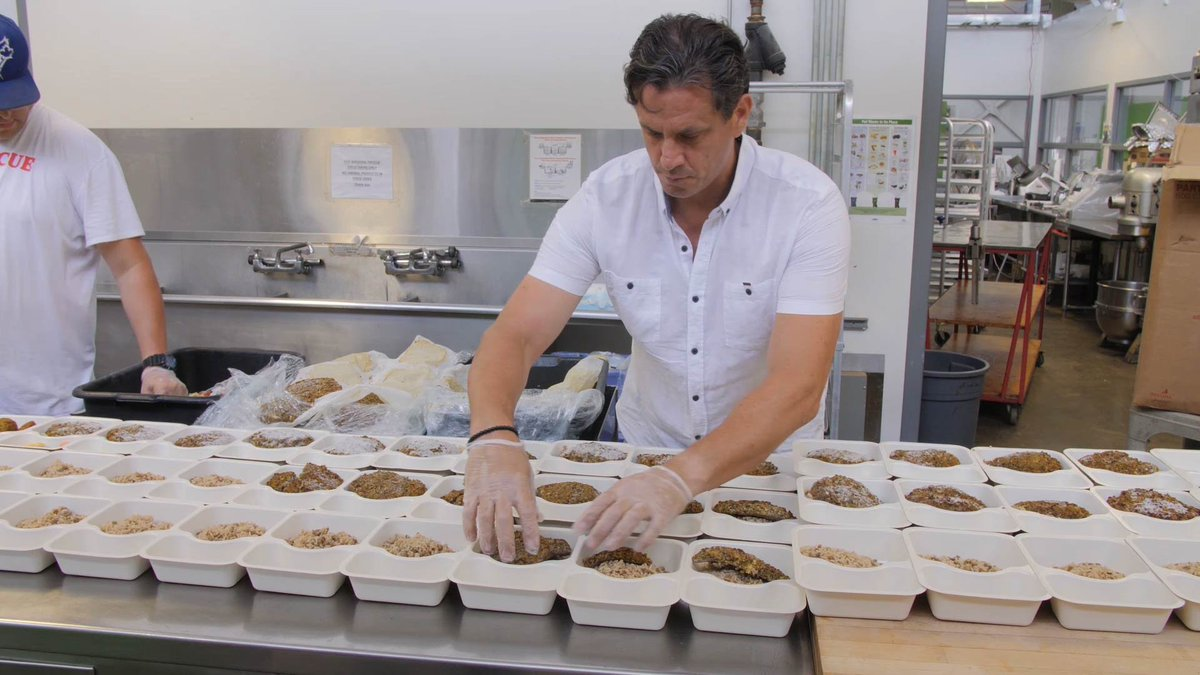 Superchef @Jagger_Gordon rescues food for the hungry. Grab a plate @60SecDocs