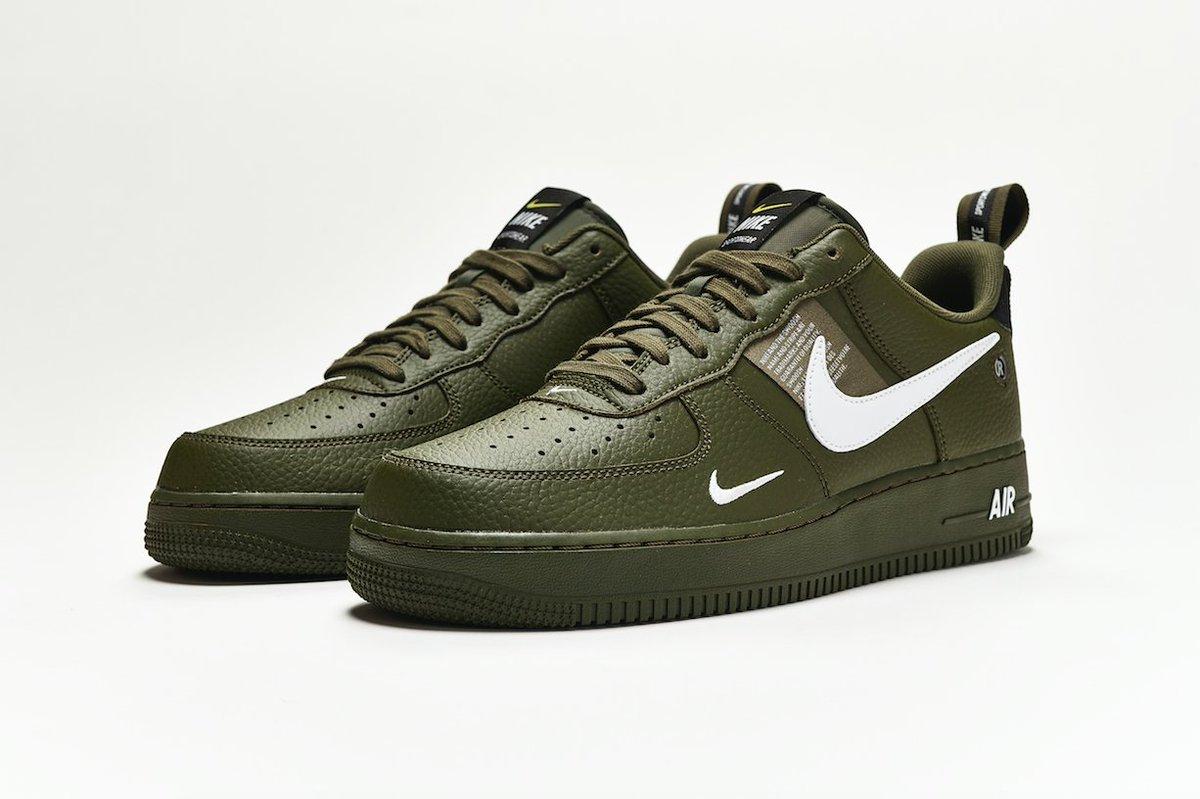 Nike Air Force 1 LV8 Utility. Grab