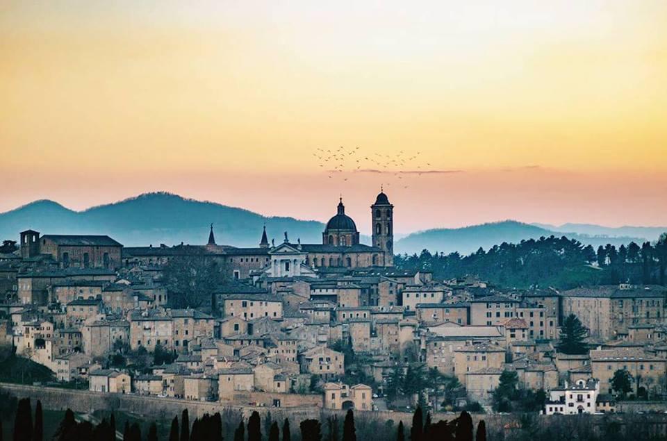 Scopriamo #Urbino con #destinazionemarche: 10 cose da fare e da vedere!  https://t.co/hChYXfwGt6  Foto guenda4eyes