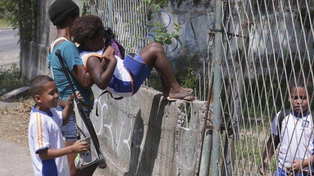 Ciep em Nova Iguaçu sofre com falta de infraestrutura e pais se preocupam com crianças. https://t.co/6uOsYhvwWw