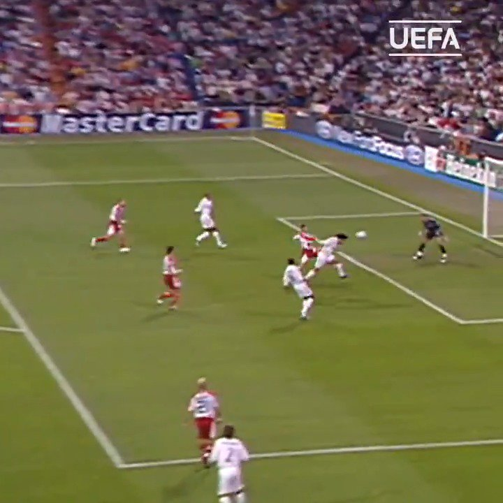 #OnThisDay in 2005, a stone cold classic David Beckham cross from deep put Raúl's 50th @ChampionsLeague goal on a plate. Buen provecho, El Capitan.   https://t.co/S9uDN9rROE