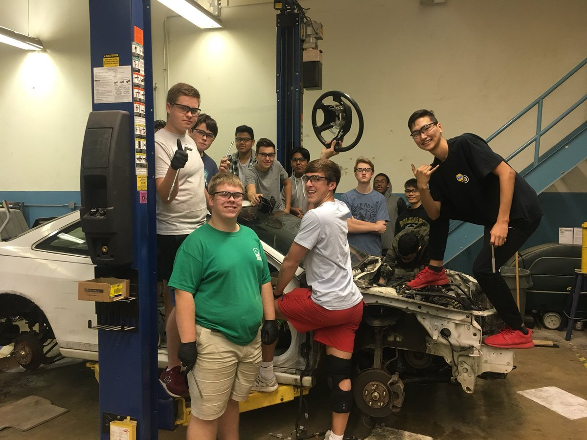 Congrats on first period Autotech took a car apart using tools safely! <a target='_blank' href='http://twitter.com/APS_CTAE'>@APS_CTAE</a> <a target='_blank' href='http://twitter.com/APHealeyACC'>@APHealeyACC</a> <a target='_blank' href='http://twitter.com/APSCareerCenter'>@APSCareerCenter</a> <a target='_blank' href='http://twitter.com/Margaretchungcc'>@Margaretchungcc</a> <a target='_blank' href='http://twitter.com/ACC_Collision'>@ACC_Collision</a> <a target='_blank' href='https://t.co/142UaSKIyG'>https://t.co/142UaSKIyG</a>