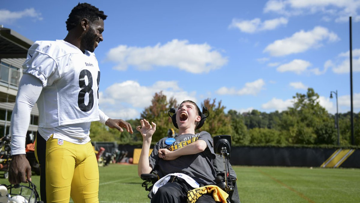 Camden Elson was all smiles @steelers practice on Friday, as his wish of meeting the players came true thanks to the team and @MakeAWishPAWV. He will also be at the game on Sunday night. More: stele.rs/ICdMco