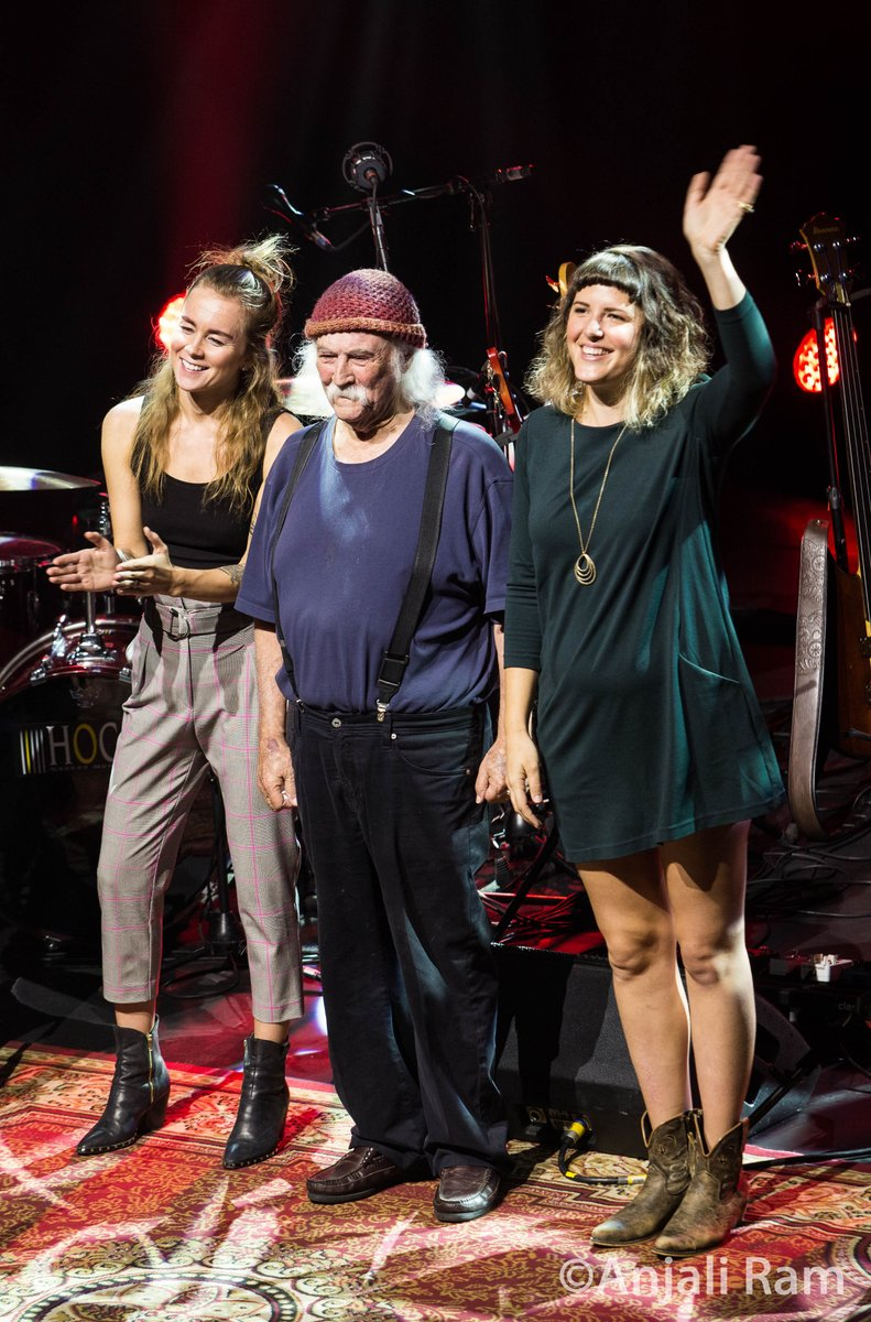David Crosby with the cool girls Mai Leisz &amp; Michelle Willis! @maileisz @boutwillismusic @thedavidcrosby #DavidCrosbyAndFriends #DavidCrosby #SkyTrails <br>http://pic.twitter.com/Ut64LyXieT