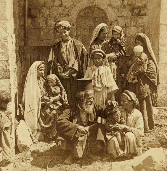 #PalestineBeforeTheNakba Palestinian Christian family, including orthodox priest in 1900, in Ramallah, Palestine. https://t.co/pIP0FbO1Nn