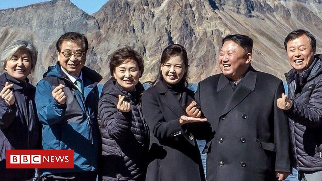 Em mais uma tentativa de suavizar sua imagem, Kim Jong-un tenta conquistar sul-coreanos ao aparecer fazendo gesto promovido pelo K-Pop https://t.co/8mRKIEWlJC