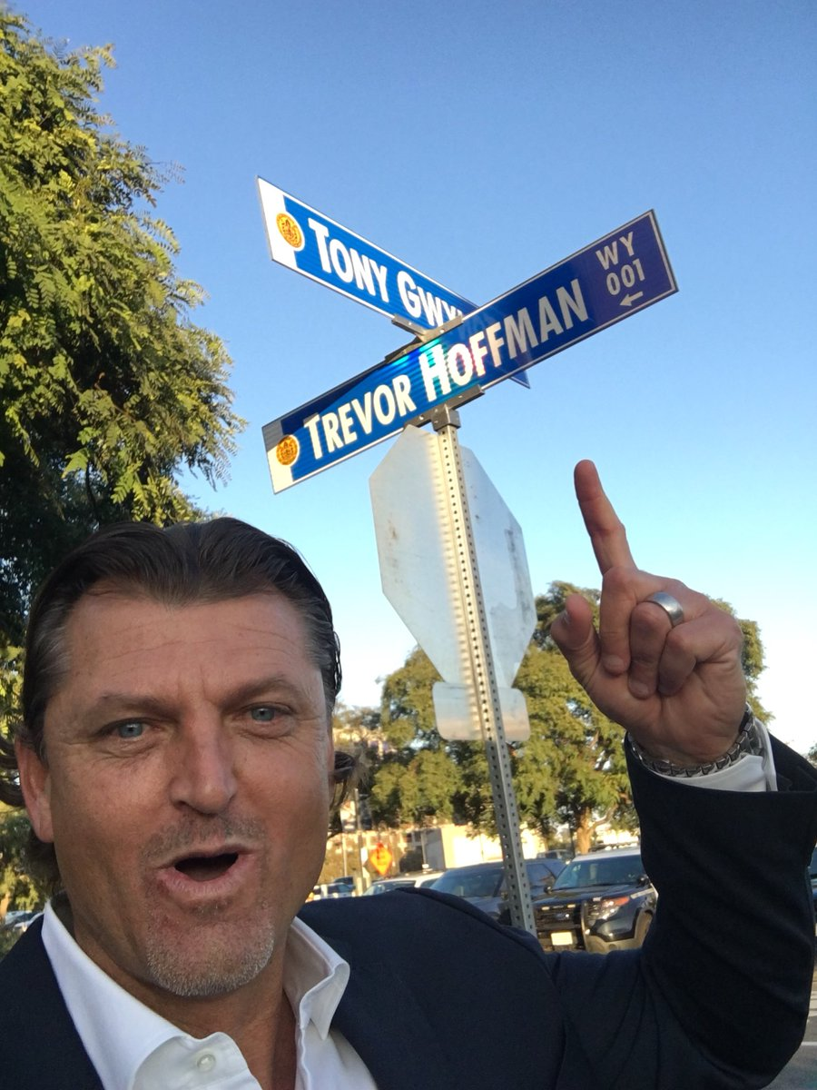 Trevor Hoffman took selfies with the street sign that was named after him and it was fantastic