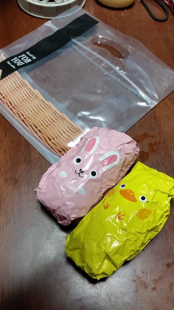 test ツイッターメディア - 今日はお友達と牧場へ遠足に行くはずが雨で博物館に予定変更の娘ちゃん。お弁当は出先で食べやすい様におにぎり2個。可愛くて一目惚れしたのに使い道が全然無かったバスケット柄の袋、やっと使い道が出来て良かった(笑) #おにぎり #お弁当 #seria https://t.co/H2w1jUqFa0