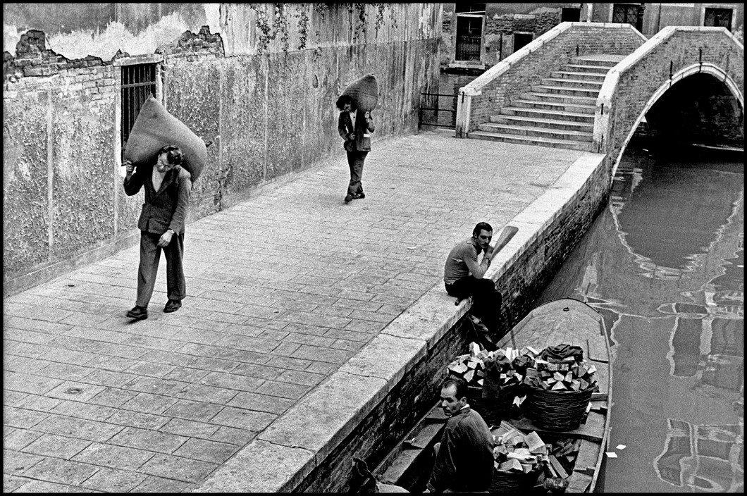 "Iveser Venezia on Twitter: ""#Venezia #SanBoldo 1955 [Inge Morath]… """