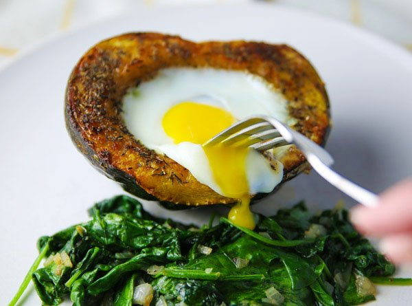 Roasted Acorn Squash with Baked Eggs - #fall #recipes #brunch https://t.co/KiqRd8bY3J https://t.co/mCHJ5LP2Ii