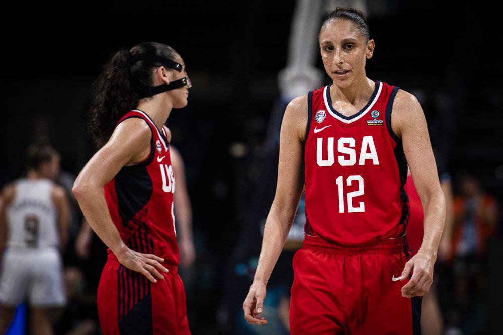 �� @DianaTaurasi knocks it down AGAIN!   3/3 for behind the arc to start the second half for @usabasketball! https://t.co/p0lZGsWe6E