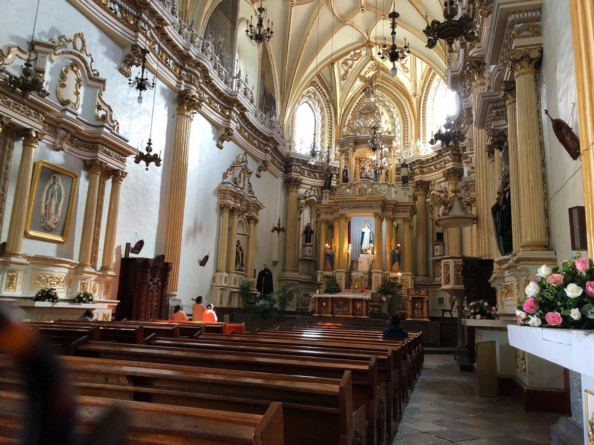 Interior de la parroquia de San Gabriel.