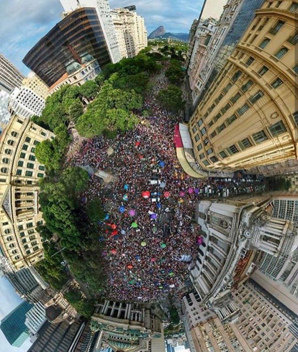 Em defesa dos nossos direitos e das nossas vidas: #EleNão! #David5000 #LutarPeloNossoLugar 📸NINJA