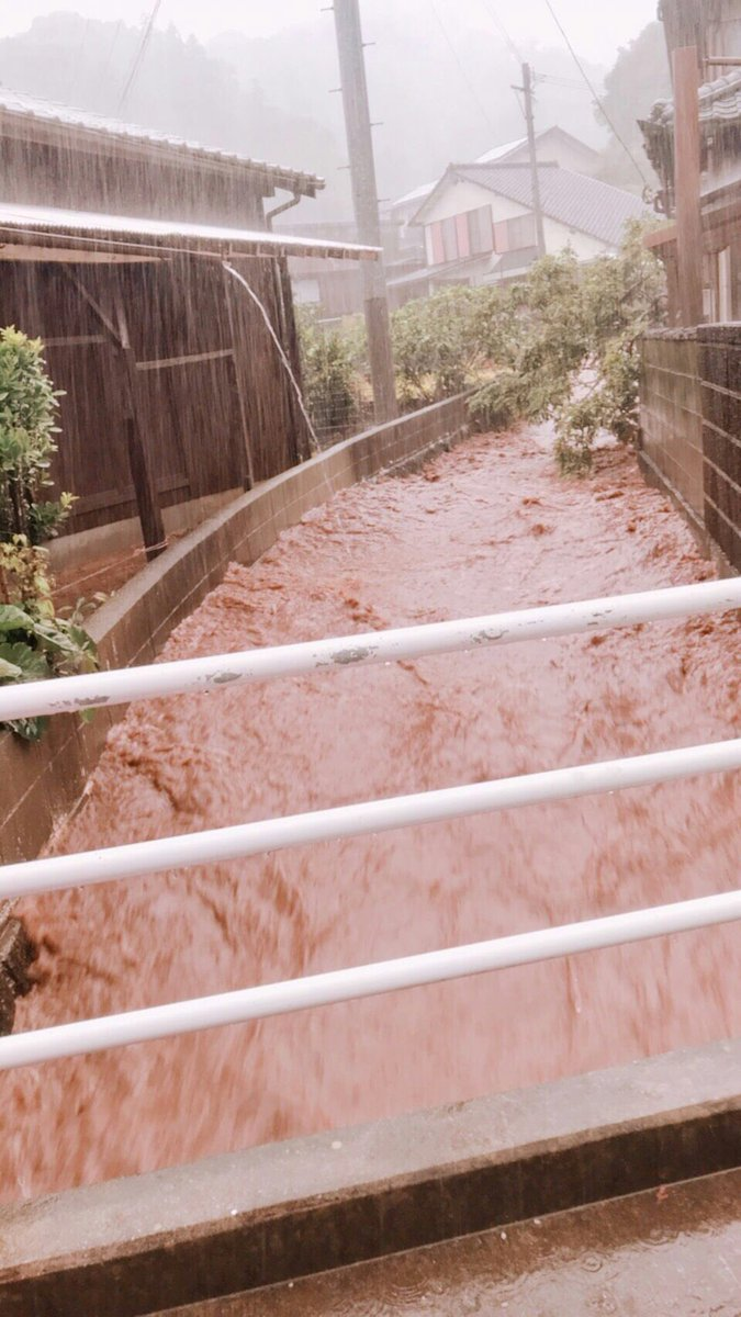 津久見市が大雨で濁流が流れ込んでいる現場の画像