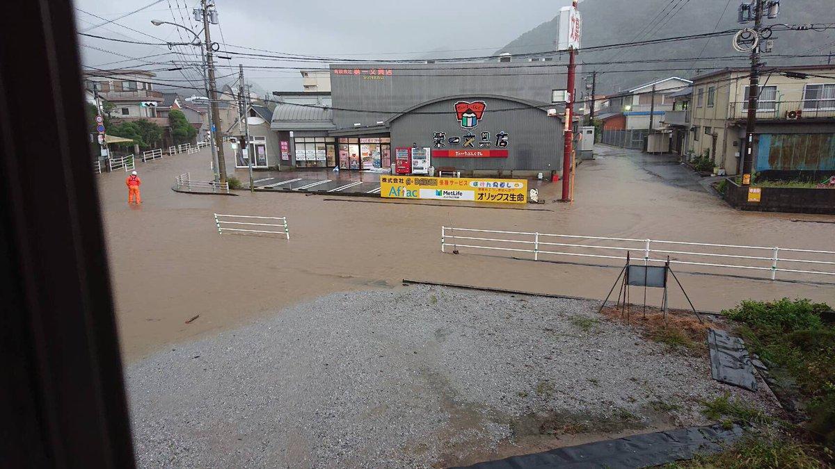 津久見市内が台風で冠水している画像