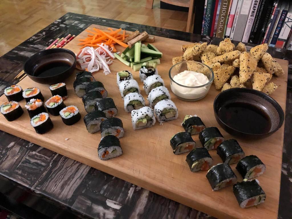 #Foodporn Alert! [OC] Sushi and Breaded Tofu spread for friends. #yummy https://t.co/nPXRDKe1lk
