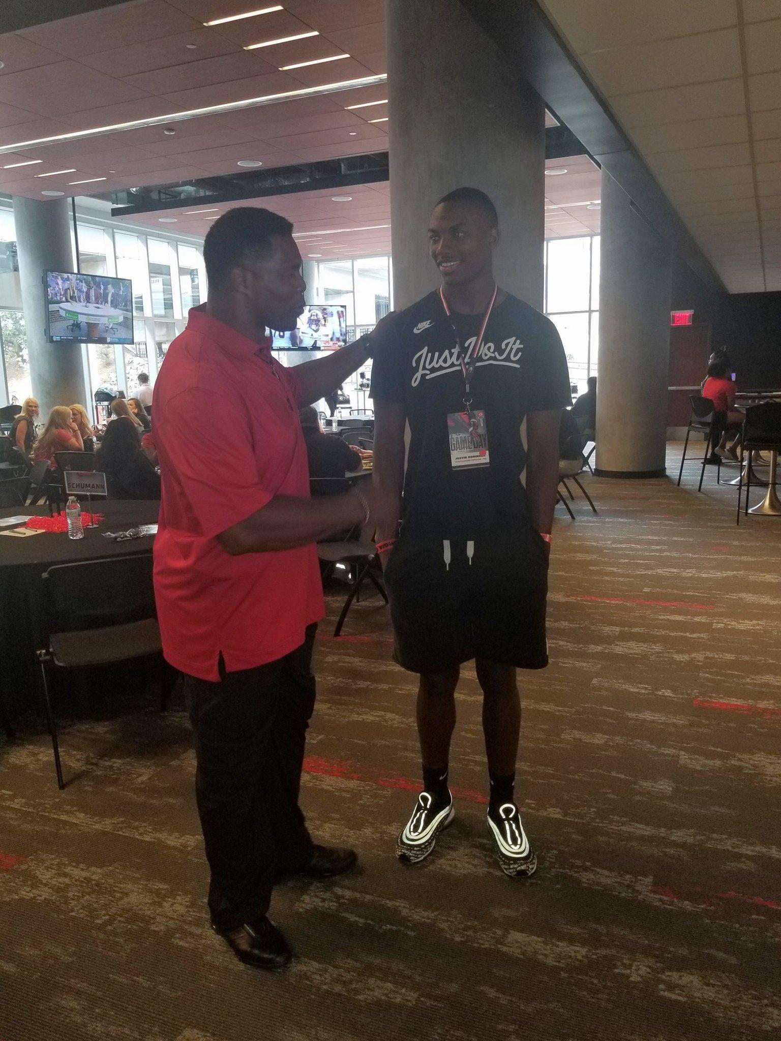 Photo: Justin Robinson meets former Bulldog running back Herschel Walker during a 2018 visit to UGA   Twitter