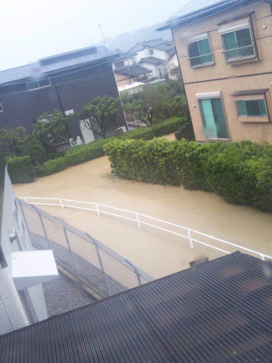 瓜田川が氾濫し宮崎市高岡町が浸水している現場の画像