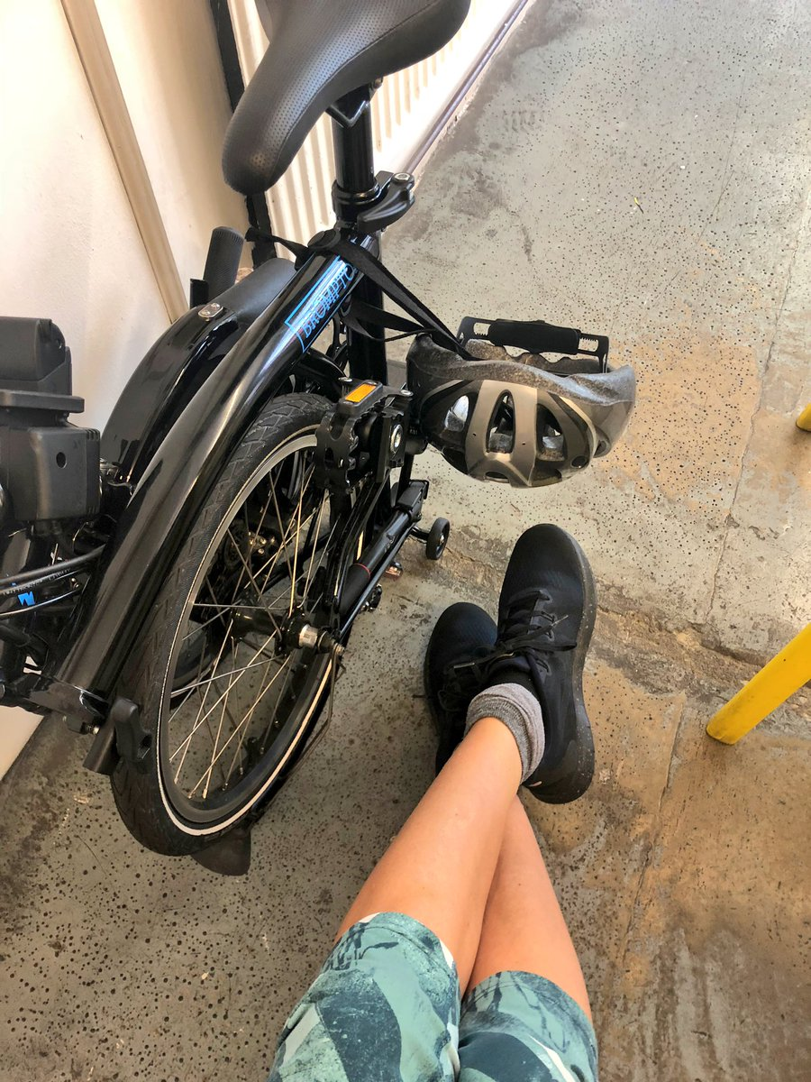 Made it! Popped to @MoveYourFRAME on my lil' whizzy @BromptonBicycle   #dorkysocks #powerpilates pic.twitter.com/OAAGWm8GMo