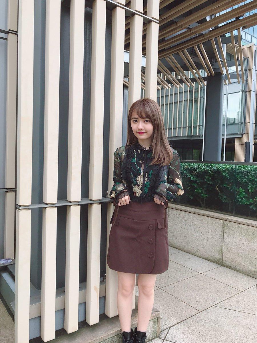 茶色スカートの椎木里佳