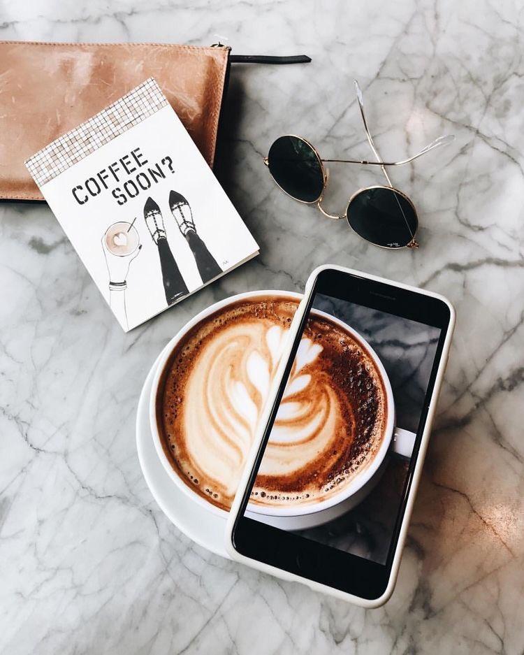 شركة هبة الفنية בטוויטר وي طلق على الشخص الذي يرسم على القهوة او الذي يعمل بمجال القهوة عموما اسم Barista