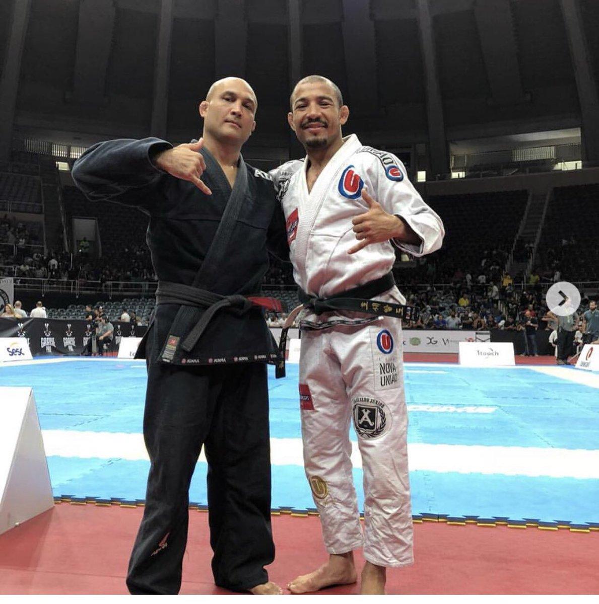 Hoje foi dia de colocar o kimono e fazer uma luta especial com o atleta João no #Graciepro! 👉🏽👊🏽⭐️🥇