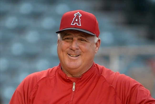 To the greatest manager in @Angels team history:  Thank you!!! #MikeScioscia https://t.co/q6oQEryfQy