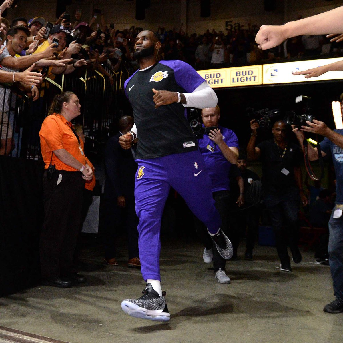wholesale dealer a94f3 16ec7 SoleWatch KingJames Lakers debut Oreo Nike LeBron Orlando ...