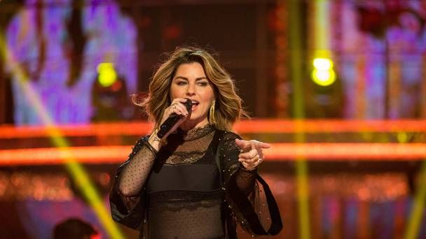 Shania Twain fan (57) arrested after he 'hurled abuse at gardaí who challenged him on his dancing'  https://buff.ly/2zGC9hO