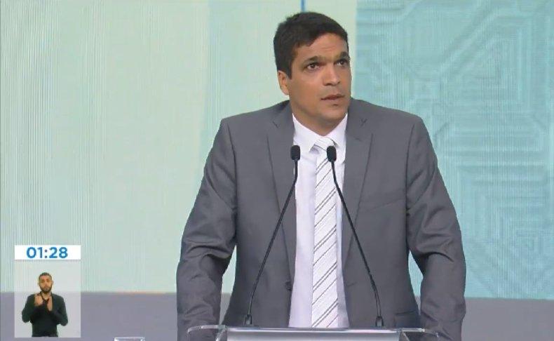 'Da próxima vez eu vou trazer um óleo de peroba aqui', diz Daciolo para os outros candidatos em debate na Record TV https://t.co/tnnLGnjDAB #Eleicoes2018 #OVotoNaRecord