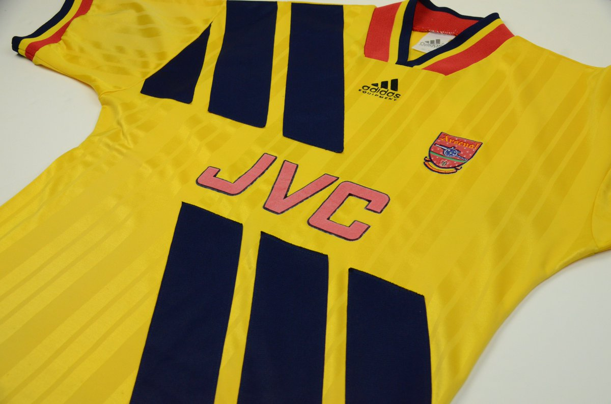 c24faf7e3d9 Retweet if you would you like to see the new kit inspired by the 1993-94  Away  Arsenalpic.twitter.com gGam0dhQbd