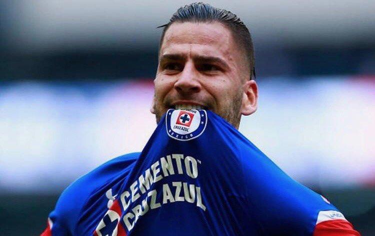 Otro extranjero de Cruz Azul que quiere jugar para México