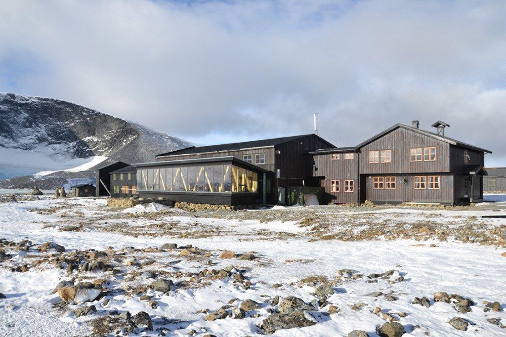 Det nye renseanlegget på Juvasshytta skal snart gå inn i sin første vinterdvale. Med permafrost i bakken, tynnere luft enn vanlig og lange pauser i tilførsel av avløpsvann er betingelsene utenom de vanlige. https://t.co/s4bYq0krHU https://t.co/kyl8FhogeO