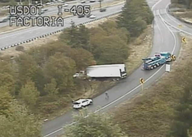 Here S A Look At What Blocking The Ramp From Sb I 405 To Eb 90 As You Can Imagine Towing This Truck Will Take Some Time Expect Delays Or Consider An