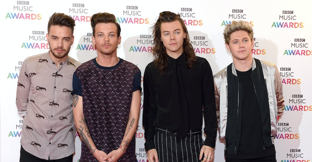 A mini #OneDirection reunion could be happening soon & fans are freaking out! 🎉 >> https://t.co/nJfkIHZ6ii