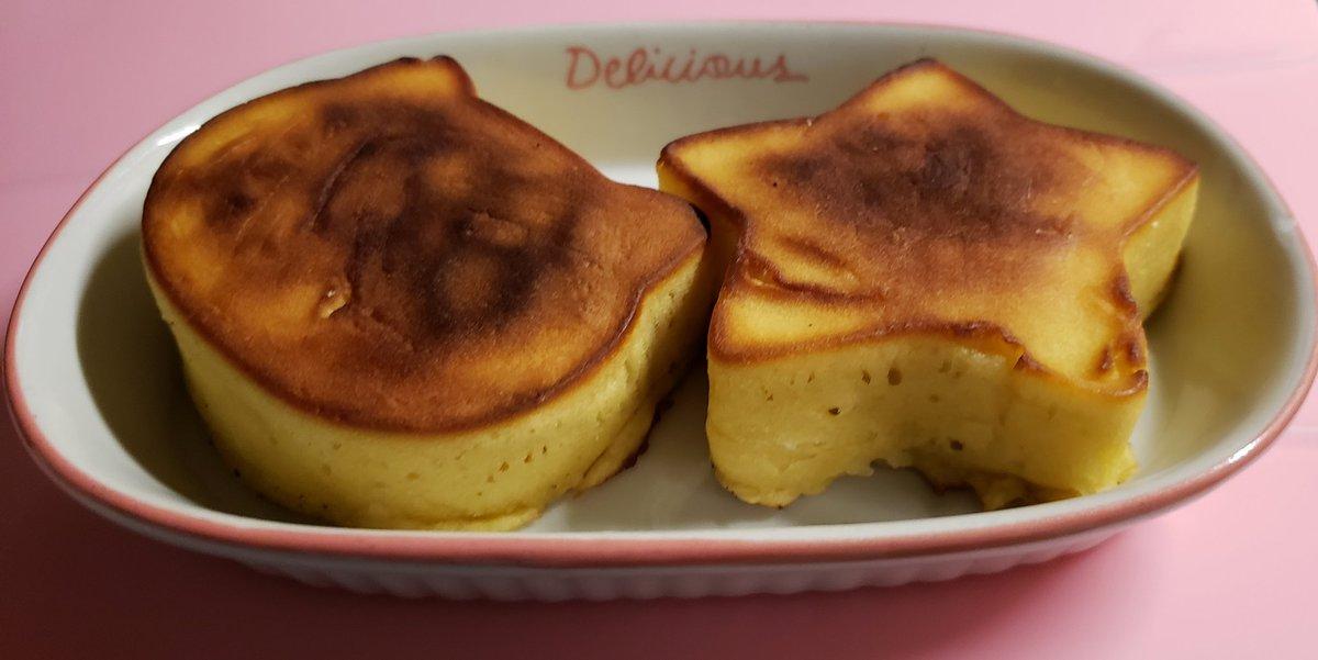 test ツイッターメディア - セリアの「厚焼きホットケーキ型」でホットケーキ焼いたよ???? 我が家のガスレンジだと一番弱火でもちょっと焦げちゃう 次はフライパンにアルミホイルひいて調整してみようっと それと炭酸水でもっとふわふわ目指すぞ~?? #セリア #スター厚焼きホットケーキ型 #ネコ厚焼きホットケーキ型 https://t.co/0sbhlQw1gb