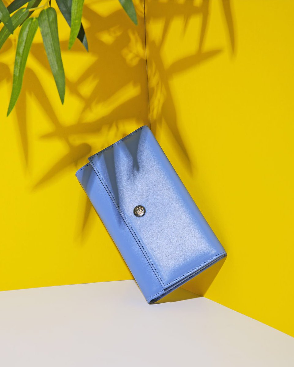 Tropical Serenity Blue Wallet... more https://t.co/U7SqI15wyV #flmdesign #flumedesign #flmwallet #fashion #design #fashionblogger  #fashioninfluncer #photographer #style  #street #girl #photooftheday #cool #handmade  #beautiful #wallet  #nature #tropical #look #bag #states https://t.co/0Wwq2Gpfuu
