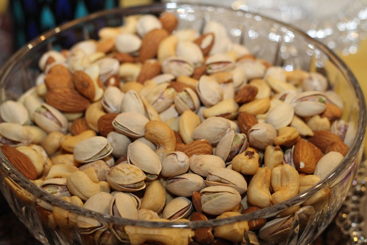 Beth Frates Md Twitterissa Eating Tree Nuts Almond Cashew Pecan Pistachio Pine Nut Walnut May Help Dec Risk Of Colon Cancer Recurrence Research On Patients With Colon Cancer Stage Iii Showed Those Eating 2