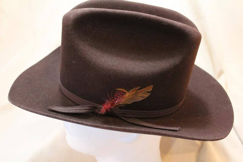 Vintage Custom Made Bee Hats Dynafelt Deluxe Western Dark Brown Fur Felt  Men s Cowboy Hat Size 7 56cm https   etsy.me 2EtJMrO  Vintage   AtticEsoterica  Etsy ... dd67a13cff3